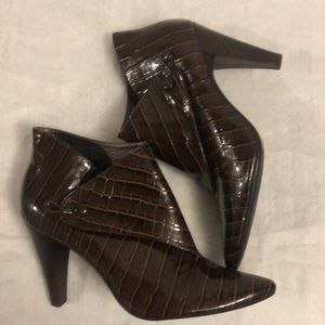 Via Spiga Lydia Brown Patent Leather Ankle Boots